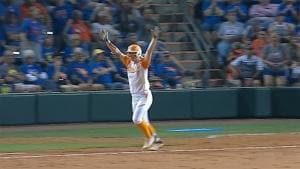Tennessee walks it off in extra-innings to force game 3 against Florida